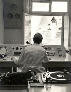The first studio of the Swiss short-wave service at Neuengasse in the centre of Bern. (SRI archiv)