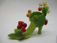 Туфелька земляничной феи - земляника, подарок девушке, подарок ручной работы, миниатюра, туфелька