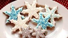Items similar to Christmas Cookies - Holiday Cookies - Snowflakes - Edible Christmas Gift - Christmas Gift Idea on Etsy Snowflake Christmas Cookies, Edible Christmas Gifts, Christmas Sugar Cookies, Christmas Goodies, Holiday Cookies, Christmas Desserts, Holiday Treats, Christmas Treats, Christmas Stuff