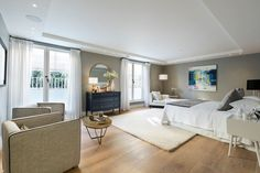 This exceptional five-bedroom mews house is set over four floors of a new build block in the heart of Notting Hill.