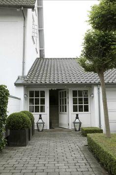 Windows >>> Danish home featured in keltainen talo rannalla