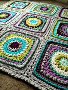 This gorgeous Textured Circles Blanket Pattern is a slight modification of the Circle of Friends Square by Priscilla Hewitt..