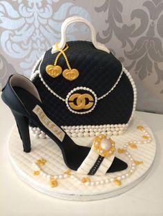 Chanel Torte, Bolo Chanel, Chanel Cake, Birthday Cale, Birthday Cake For Him, Funny Birthday Cakes, Quilted Cake, Cake Festival, 40th Cake