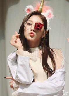 Yein (Lovelyz) Kpop Girl Groups, Korean Girl Groups, Kpop Girls, Yein Lovelyz, Woollim Entertainment, Girl Bands, Pop Group, South Korean Girls, Idol