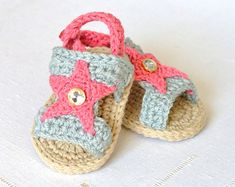 CROCHET PATTERN  Baby Sandals with Little Puff por matildasmeadow