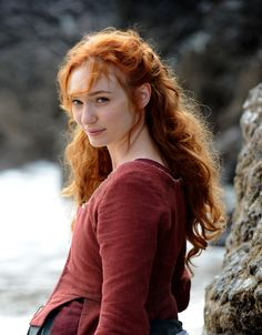 Eleanor Tomlinson can be a good America Singer and also a Kahlen. She has that serene look. I love Kiera Cass for making such beautiful characters ! Bbc Poldark, Poldark 2015, Demelza Poldark, Ross Poldark, Poldark Series, Ross And Demelza, Stunning Redhead, Aidan Turner Poldark, Aiden Turner