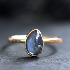 Amazing and simple sapphire.