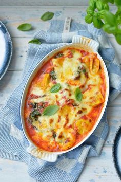 "Recipe ""Oven dish with ravioli, mozzarella and spinach"" yum! - Oven dish with ravioli, mozzarella and spinach njam. Veggie Recipes, Vegetarian Recipes, Healthy Recipes, Low Carb Brasil, Food Porn, I Want Food, Diner Recipes, Good Food, Yummy Food"