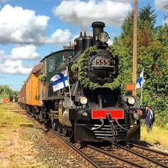 "Museum train pulled by class Hr1 nr. 555 ""Prinsessa""(Princess) at Rajamäki on the Finnish Railway Museum Day.  #suomenrautatiemuseo #finnishrailwaymuseum #finlandsjärnvägsmuseum #museorautatiepäivä2015 #museorautatiepäivä #hr1 #hr1555 #museumrailway #museorautatie #heritagerailway #steamlocomotive #höyryveturi #dampflok #ånglok #trains_worldwide #traintracks #trainspotting #train_nerds #rail_barons #railstagram #railways_of_our_world #_rsa_theyards by juhavnt"