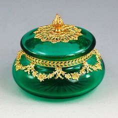 ANTIQUE FRENCH EMERALD GREEN CRYSTAL GLASS TRINKET BOX, BRONZE DORE ORMOLU MOUNT