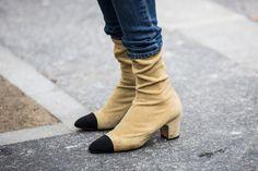 Vus dans les rues pendant la Fashion Week automne-hiver 2016-2017, tous les souliers qui habillent les pieds des filles en vogue en ce moment.