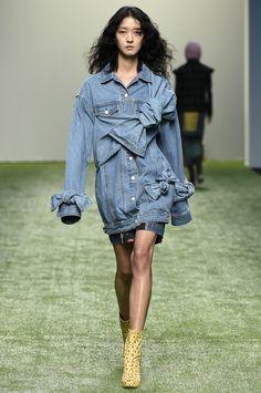 Skinny Jeans Para Gorditas - 2017 / Ready-To-Wear / : . Skinny Jeans Para Gorditas - 2017 / Ready-To-Wear / : Vogue Fashion, Fashion 2017, Denim Fashion, Look Fashion, Runway Fashion, Fashion Show, Womens Fashion, Fashion Design, Fashion Trends