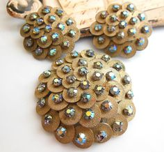 Vintage Textured Gold Disk AB Rhinestone Dome Brooch Clip On Earrings Set