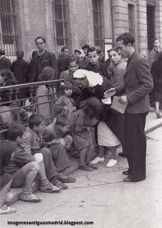 Foto Madrid, Old Pictures, Vintage Posters, Spanish, Barcelona, War, People, Socialism, Photograph Album