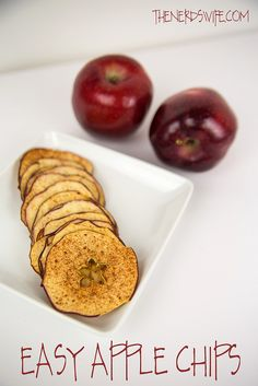 If you're looking for a quick and healthy snack, these Easy Apple Chips are just the thing. Apple Snacks, Apple Recipes, Baby Food Recipes, Cooking Recipes, Yummy Recipes, Healthy Recipes, Mini Fruit Pizzas, Apple Chips, Healthy Snacks