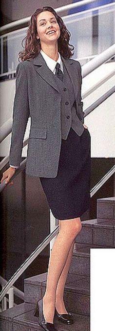 Business Wear, Business Dresses, Ladies Suits, Suits For Women, Dress Suits, Skirt Suit, Meghan Markle Dress, Classic Suit, Women Ties