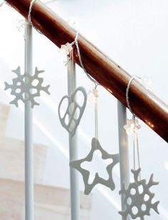 Déco des escaliers pour un Noël scandinave http://www.homelisty.com/deco-noel-scandinave-inspirations-idees-23-photos/