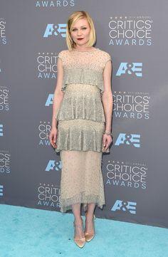 Kirsten Dunst en robe Chanel à la cérémonie des Critics Choice Awards à Santa Monica