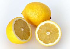 Many of us are used to the idea of having a cup of warm lemon drink in the morning, which I recommend you do, by the way. Read 15 health benefits of drinking lemon water in the morning here. But I must admit freezing lemons has never occurred to me. Lemon Juice Benefits, Lemon Juice Uses, Lemon Uses, Home Remedies, Natural Remedies, Health And Beauty, Health And Wellness, Health Fitness, Freezing Lemons