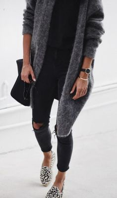 15 Fuzzy Sweater Outfits You Need This Winter 2019 This fuzzy sweater outfit is a winter must-have! The post 15 Fuzzy Sweater Outfits You Need This Winter 2019 appeared first on Sweaters ideas. Fashion Mode, Look Fashion, Womens Fashion, Street Fashion, Fall Fashion, Fashion Trends, Fashion Black, Latest Fashion, Skinny Fashion