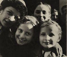 Roman Vishniac Jewish children in Mukachevo