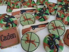 Camouflage/Hunting Cookies by Flour De Lis Camo Cookies, Fish Cookies, Iced Cookies, Royal Icing Cookies, Cupcake Cookies, Sugar Cookies, Camo Birthday, Hunting Birthday, Hunting Party