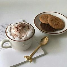The Rancilio Silvia Espresso Machine Makes Coffee Time At Home Wonderful Cafe Food, Aesthetic Food, Aesthetic Coffee, Beige Aesthetic, Aesthetic Grunge, But First Coffee, I Love Food, Sweet Recipes, Cravings
