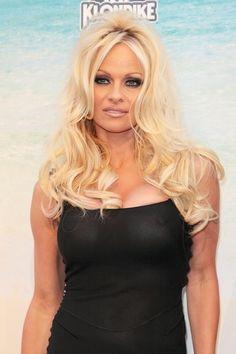 Pamela Andersons long, blonde hairstyle
