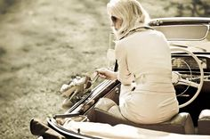 Mercedes избавил блондинок от стресса - http://amsrus.ru/2015/02/17/mercedes-izbavil-blondinok-ot-stressa/
