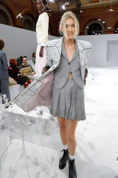 Diva Fashion, Fashion Show, Fashion Outfits, Street Chic, Street Style, Elsa Hosk, Thom Browne, Celebrity Pictures, Suits For Women