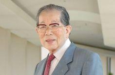 A 105 éves orvos, Shigeaki Hinohara eddig még nem kérte nyugdíjaztatását, és a jelek szerint nem is készül nyugállományba vonulni. Ehelyett dolgozik, tanít, önkénteskedik és személyes blogot is vezet. A koros orvos 1941 óta a tokiói St. Luke Nemzetközi Kórházban dolgozik, és tanít. Eddig 150 könyvet, kiadványt publikált, ezek közül a leghíresebb a Living Long, […]