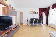 Private Apartment Kastanienweg (4578) Laatzen Set in Hannover, this apartment features a balcony. The apartment is 2.4 km from Expo Plaza Hannover. Free WiFi is available throughout the property.