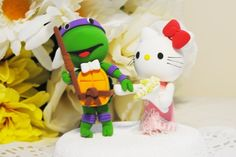 How cute are these Kahler Kitty and Ninja Turtle cake toppers? Ninja Turtle Cake Topper, Ninja Turtle Birthday Cake, Ninja Cake, Turtle Party, Wedding Cake Toppers, Wedding Cakes, Wedding Decor, Wedding Ideas, Ninja Turtle Wedding