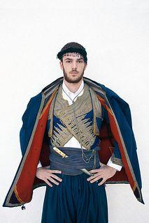 Κλικ αγάπης στις παραδοσιακές φορεσιές από έναν Βέλγο φωτογράφο που αποφάσισε με σεβασμό και αγάπη στις παραδόσεις και τα έθιμα της χώρας μας να συνεργαστεί με τους υπευθύνους του Θεάτρου Ελληνικών Χορών «Δόρα Στράτου» και να παρουσιάσει μία ενδιαφέρουσα δουλειά, σχετική με τις παραδοσιακές φορεσιές του τόπου μας; Τον Kim De Molenaer; Που λατρεύει την Ελλάδα, μιλάει άπταιστα ελληνικά Greek Traditional Dress, Empire Ottoman, Greek Culture, Folk Dance, Greek Clothing, Folk Costume, Art Challenge, Crete, African Dress