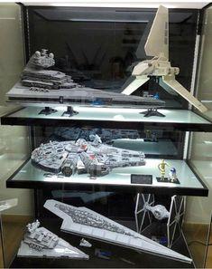 Bildergebnis für acrylic case for lego saturn v rocket Star Wars Room, Star Wars Art, Lego Star Wars, Lego Display, Display Ideas, Display Boards, Display Case, Star Wars Family Tree, Lego Ucs