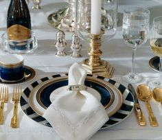 Ralph Lauren, La Grand Hotel Collection. I love this and it would go with my current Ralph Lauren china