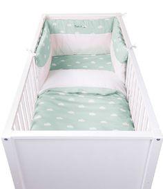 Tochtkussen: voor babybed Collectie: Natti & co/Snoozy clouds Bedomrander snoozy clouds. Met behulp van lintjes kan de bedomrander aan het babybedje worden bevestigd. Verkrijgbaar in snoozy clouds min