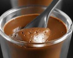 Pour 6 personnes Préparation: 15 min Repos: 1h PP: 3 points par personne Ingrédients: 400 g de fromage blanc 0% 125 g de chocolat noir 2 cuillères à café de café soluble 1 cuillère à café d'eau chaude 1 sachet de sucre vanillé Préparation: Faites fondre...
