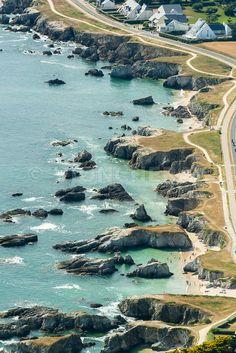 photo de la côte sauvage au Pouliguen en Loire-Atlantique, plage et littoral en été.