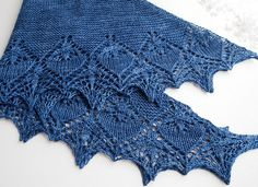 Never liked pointy-edged shawls, but this one could change my mind: the Celaeno shawl