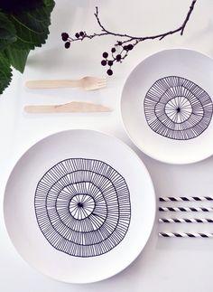 white plates decorated with porcelain pen DIY craft idea  http://decoratorsnotebook.wordpress.com/2013/02/22/15-minute-make-porcelain-pen-plates/