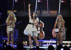 Pistol Annies perform Takin' Pills at 2012 CMT Music Awards