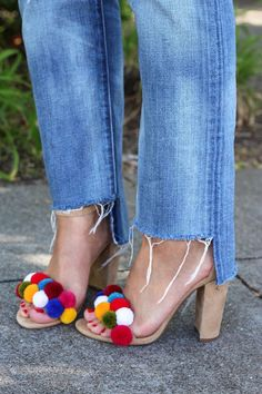 It's pom pom season! As you know by now, pom poms and I go wayyyy back. There really isn't anything I haven't pom pom bombed. Pom Pom Sandals, Mode Shoes, Diy Mode, Do It Yourself Fashion, Diy Clothing, Refashion, Me Too Shoes, Flat Shoes, Women's Shoes