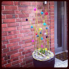 Pompoms am Hauseingang, bunter Willkommensgruss / pompom entry bouquet / Easter decoration / Osterdekoration