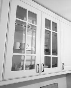 O #vitrina in bucătărie aduce veselie! Bucatariile cu un corp cu vitrina integrat sunt mai luminoase si aduc un plus de eleganta. Creează și tu un spatiu deschis si deosebit in #bucataria viselor tale! Vino la #Gobilier si vei primi exact ce ai nevoie. #☎️ 0748048048 #📩 contact@gobilier.ro Decor Interior Design, Interior Decorating, Furniture Decor, Kitchen Ideas, Home Decor, Furniture, Decoration Home, Room Decor, Decor