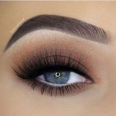 Eye Makeup Tips – How To Apply Eyeliner Cute Makeup, Gorgeous Makeup, Pretty Makeup, Makeup Set, Makeup Salon, Makeup Goals, Makeup Inspo, Makeup Inspiration, Makeup Ideas