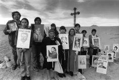 Familiares de Detenidos Desaparecidos Latina, Chile, Worlds Of Fun, Human Rights, Salvador, Decir No, War, Education, Inspiration