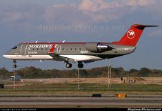 Northwest Airlines crj 200