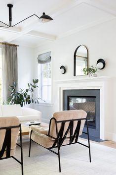 home decor items Courtney Nye interior design advice My Living Room, Living Room Interior, Home And Living, Living Room Decor, Living Spaces, White Couch Living Room, Modern Living, Interior Exterior, Home Interior