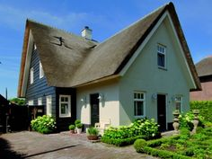 Huis 5 I Love House, My House, Home Focus, New Urbanism, Vernacular Architecture, Thatched Roof, Nordic Home, Villa, House Front